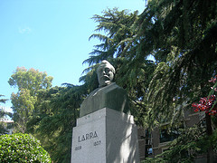 Estatua de Larra en Madrid